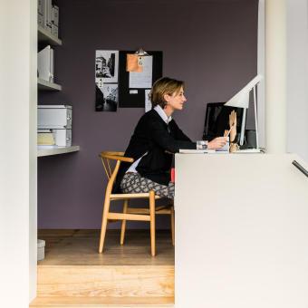 trend 2015 lila vägg kvinna arbetsrum