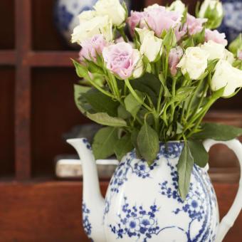 rosor i kanna blå vit orientalisk