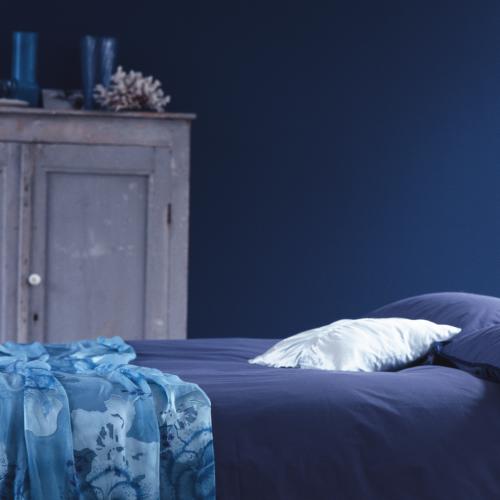 blå vägg säng