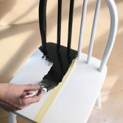 måla stol svart vit