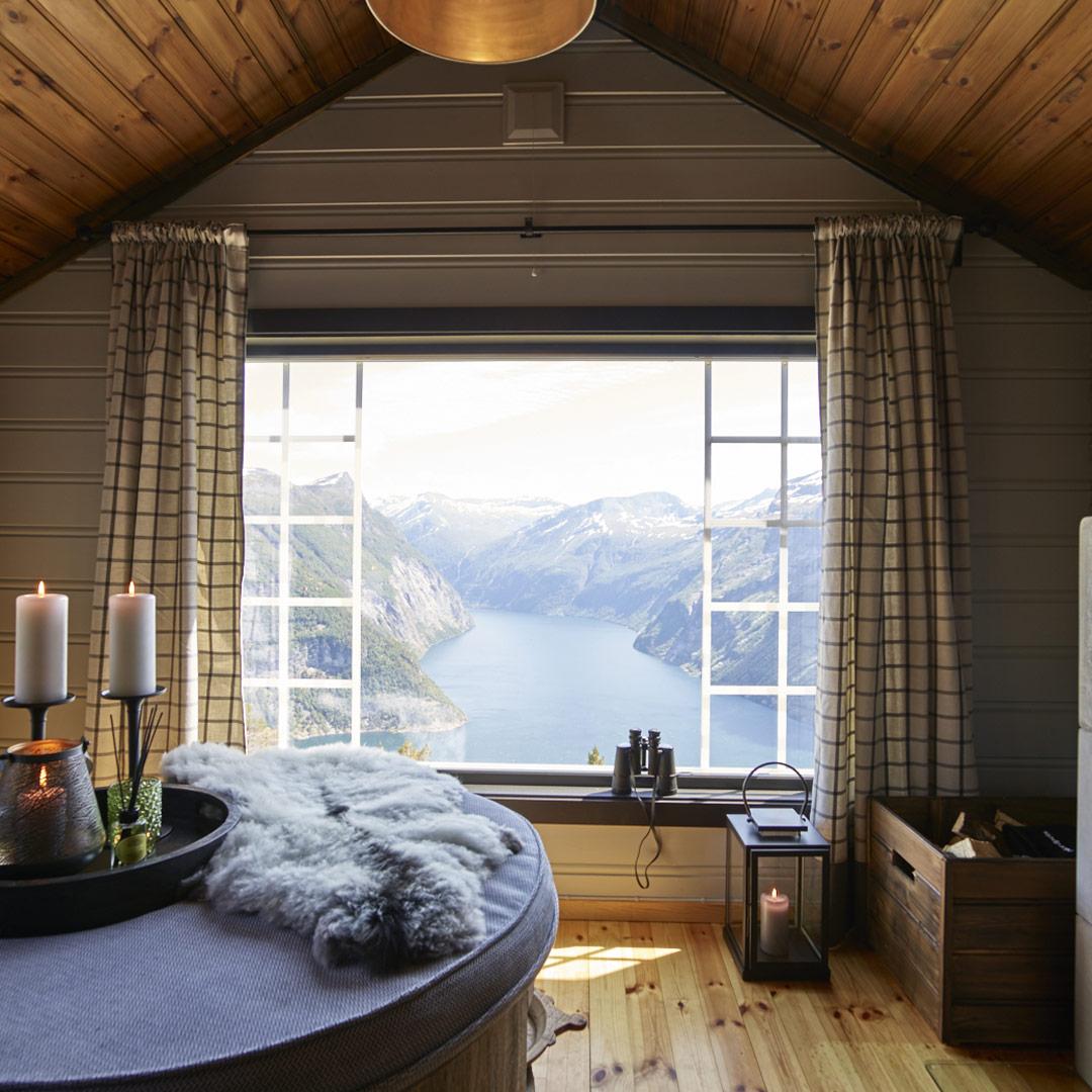 Stue på hytte med fantastisk utsikt over Geiranger